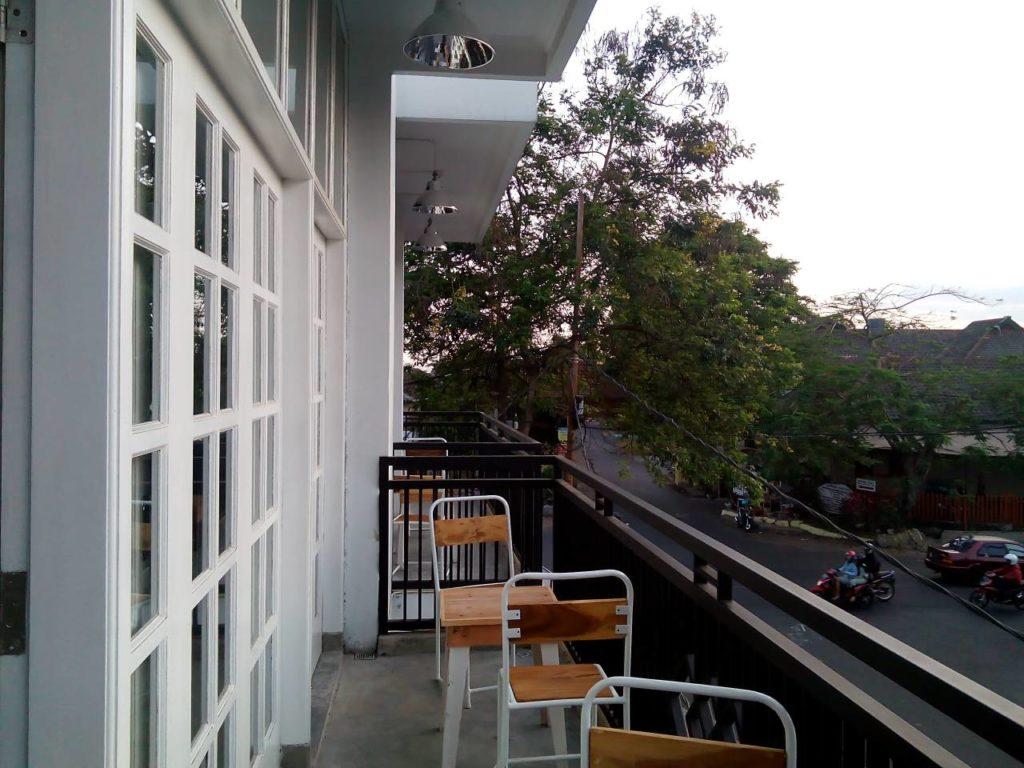 Outdoor Lantai Dua