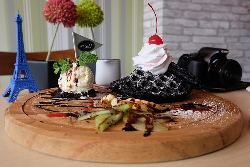 AKALPA Cafe Malang -Black Waffle-
