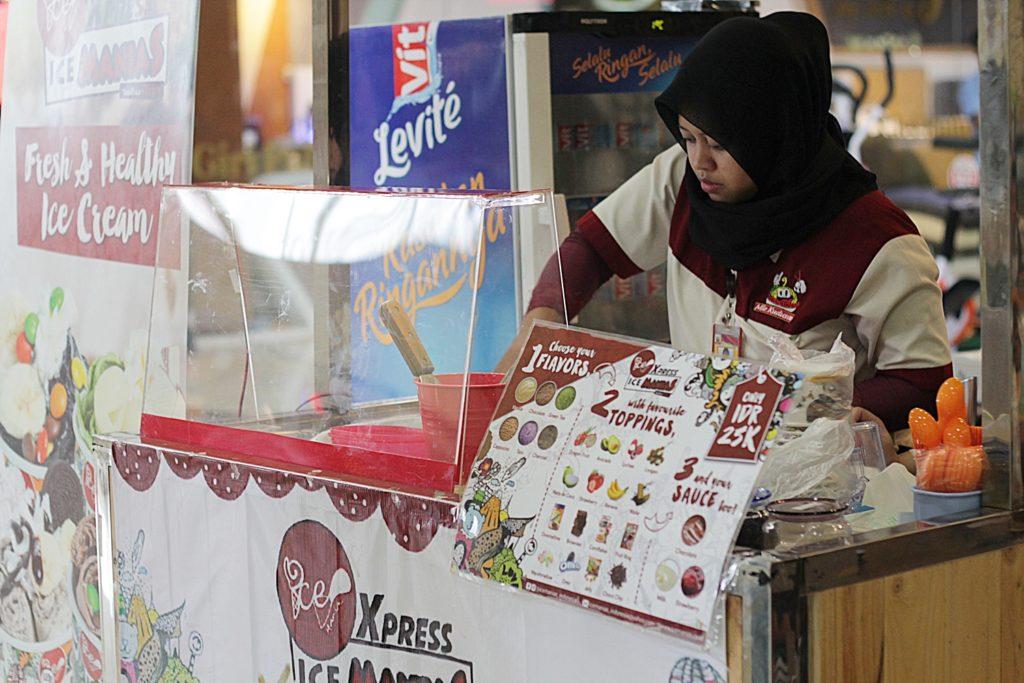 ice-cream-manias-indonesia-dari-kejauhan