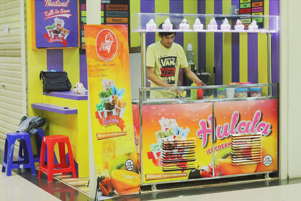Hulala Ice Cream Roll Pan -booth-