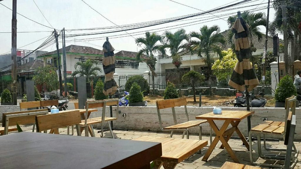 Cafe Right Time Malang -ambience of outdoor-