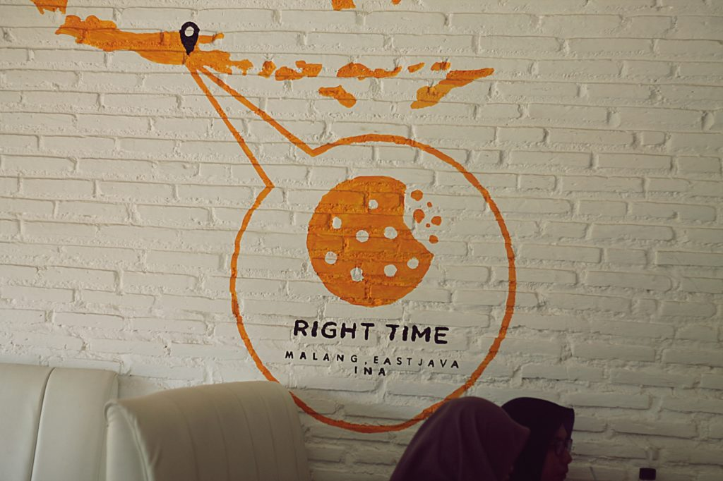 Cafe Right Time Malang -ambience of wall-