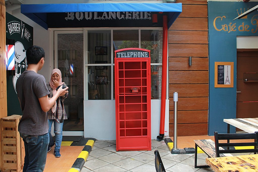 AKALPA Cafe Malang -Decoration Box Telephone-
