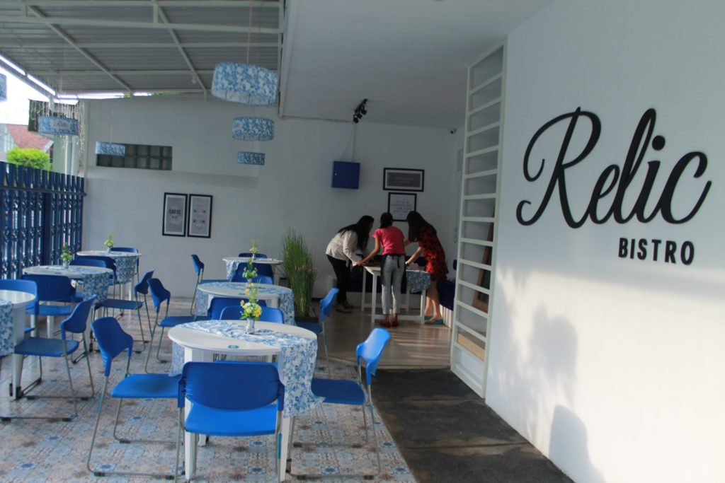 Relic Bistro Malang Ambience