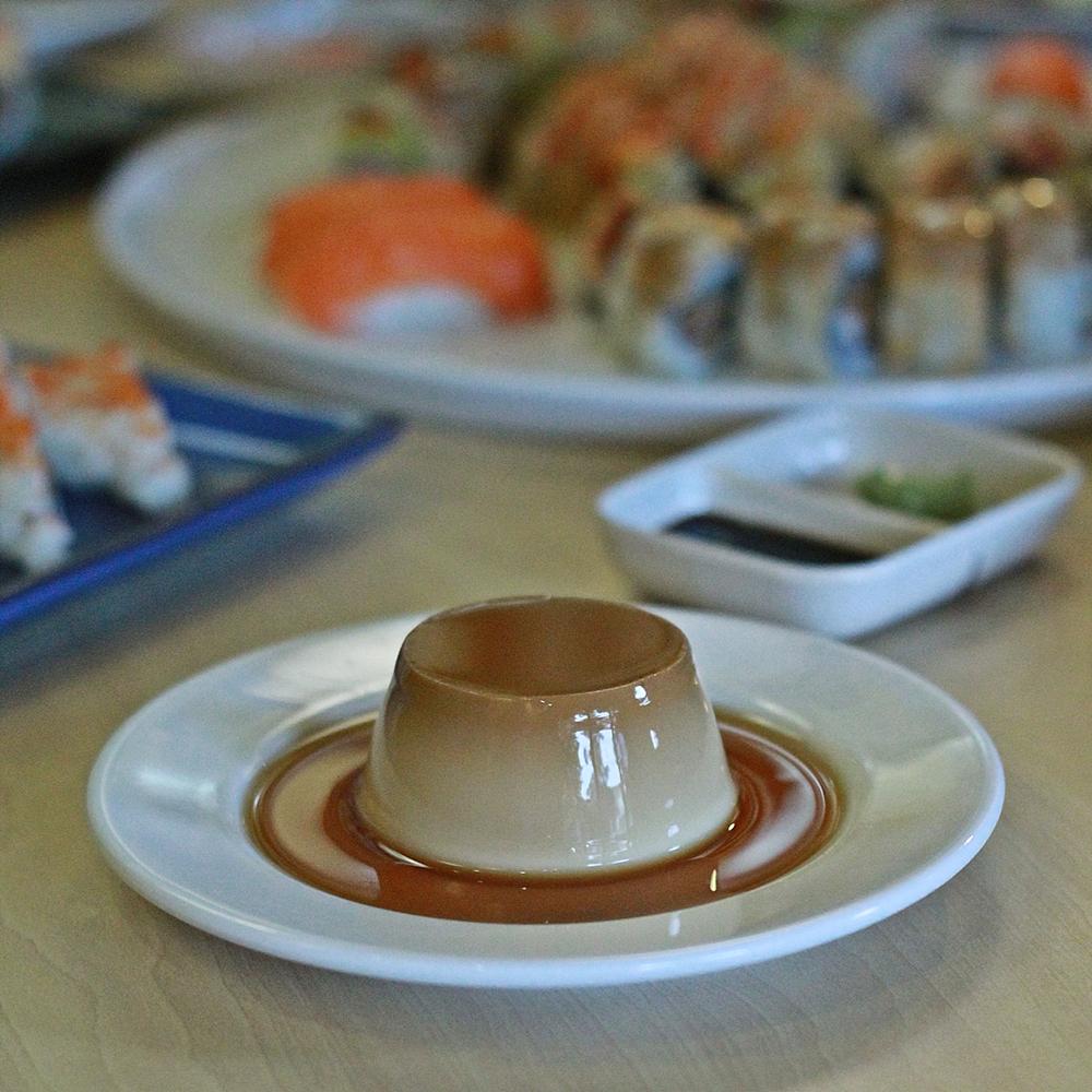 pecopeco-sushi-resto-caramel-puding
